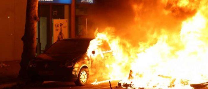 إحراق سيارات وحواجز في برشلونة مع استمرار المظاهرات بإقليم كتالونيا الإسباني