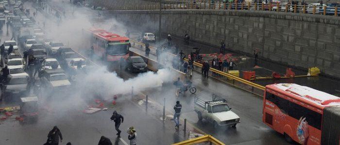 إيران تهدد باستخدام الحرس الثوري لقمع التظاهرات