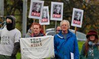 احتجاج يجبر رئيس الوزراء البريطاني على إلغاء جولة انتخابية