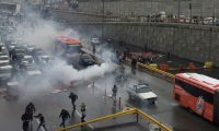 مروحيات تطلق الرصاص الحي على المتظاهرين في إيران لتفريقهم