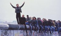 """قصة """"جدار برلين"""" في ذكري انهياره"""