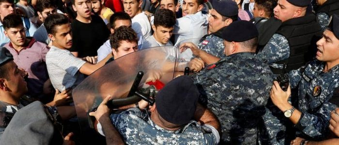 اليوم الـ24 .. مظاهرات أمام الخارجية اللبنانية