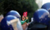 الشرطة الجزائرية تحاول فض مسيرة الرّافضين للانتخابات بالقوة