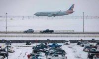 تساقط الثلوج يلغي 900 رحلة جوية ويغلق الطرق في الولايات المتحدة