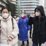 الصين: شفاء عاملين أصابهم فيروس كورونا بعد تلقيهم العلاج