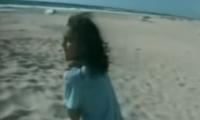 تذكرون الفتاة التي قتلت إسرائيل عائلتها أمام عينها على الشاطئ؟ الآن أصبحت محامية وتريد مقاضاة تل أبيب