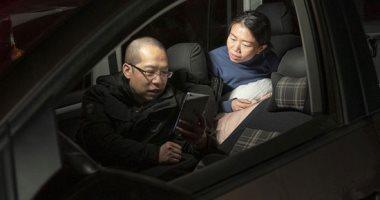 زوجان ينامان ٢٩ ليلة فى سيارتهما لرعاية مصابى كورونا فى الصين