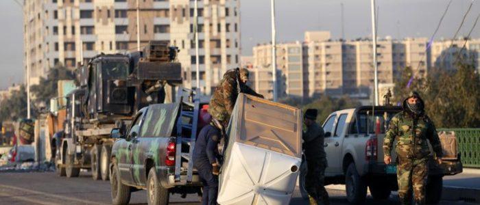 محتجون يتجاهلون تحذيرات الجيش ويعيدون إغلاق طرق رئيسية في بغداد