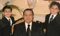 مبارك يدفن بجوار حفيده