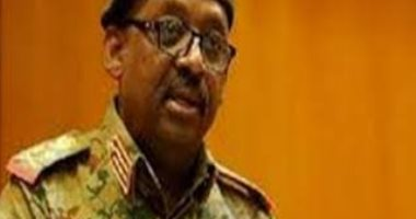أداء صلاة الجنازة على جثمان وزير الدفاع السودانى فى جوبا