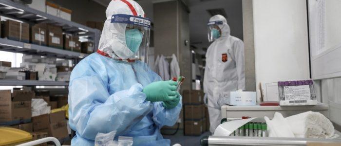 وزير الصحة الأمريكي يكشف سبب تضرر بلاده بأسوأ حصيلة خسائر بالعالم بفيروس كورونا