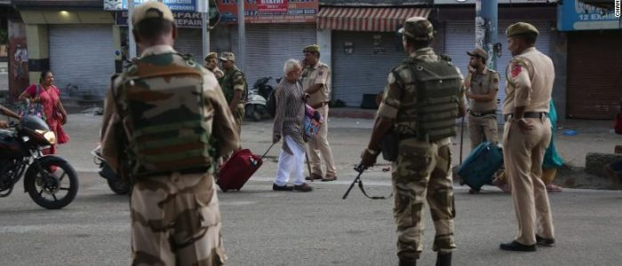 الجيش الهندي يرتكب جرائم حرب! ميدل إيست آي: اتخذ من سكان كشمير المسلمين دروعاً بشرية لمواجهة باكستان