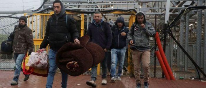 """إسرائيل تفرض على العمال الفلسطينيين تحميل برنامج """"تجسس"""" يخترق هواتفهم"""