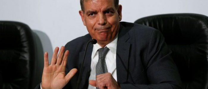 """وزير الصحة الأردني يسمع """"أم كلثوم"""" في غرفة العمليات ويقلد """"عدنان ولينا"""""""