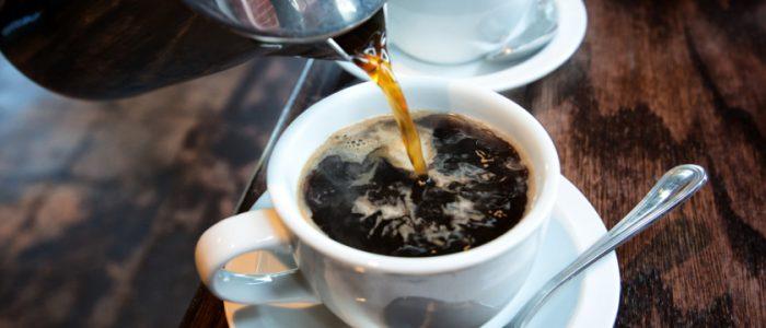 دراسة علمية جديدة: شرب الشاي أو القهوة يلعب دوراً وقائياً في حماية الجهاز العصبي