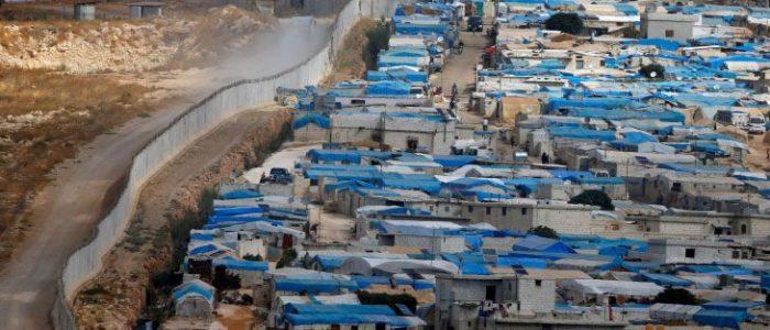 سوريا: تسمم أكثر من 70 مدنياً في مخيمات إدلب بوجبات إفطار فاسدة