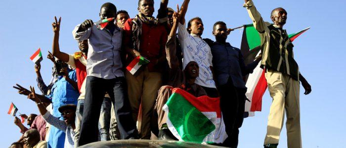 """مسيرات حاشدة بمدن سودانية تطالب بإسقاط حكومة حمدوك احتجاجاً على الغلاء و""""التدخل الأجنبي"""""""