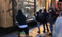 ضباط الشرطة يتعرضون للضرب بوحشية أثناء أعمال النهب والاحتجاجات في نيويورك