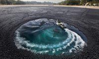 تحمي مياه البحيرات من التبخر أم مجرد خدعة.. ماذا تعرف عن كرات الظل؟