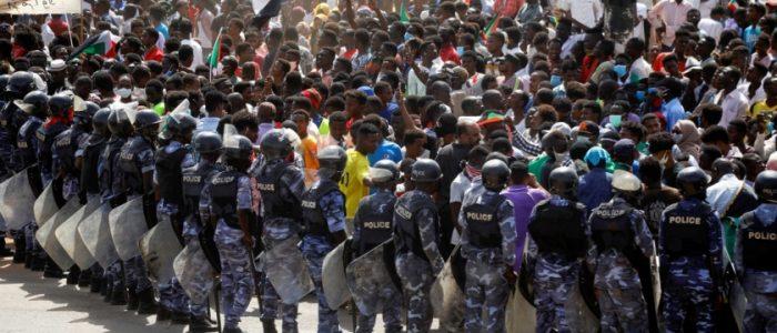 الجيش السوداني يعلن ملاحقة ناشطين وصحفيين بتهمة استهداف المنظومة الأمنية