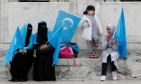 """كيف توظف الصين سياسة """"الطفل الواحد"""" لإفناء الإيجور؟"""