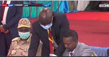 حكومة السودان والحركات المسلحة يوقعان بالأحرف الأولى على اتفاق السلام