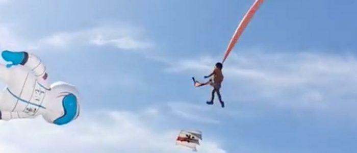 طفلة تنجو بأعجوبة بعد تعلقها بطائرة ورقية ضخمة وارتفعت بها أمتاراً