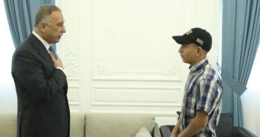 رئيس وزراء العراق يستقبل فتى حادثة التعذيب على يد الأمن ويتكفل بدراسته