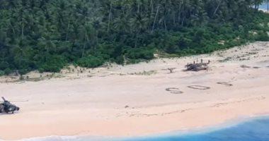 جارديان: العثور على 3 بحارة مفقودين بعد كتابة رسالة استغاثة عملاقة على الرمال