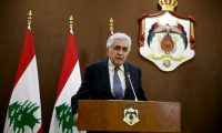 مَن هو وزير الخارجية اللبناني، وهل تعني استقالته نهاية الحكومة أم مؤشر على انهيار وشيك للبلاد؟