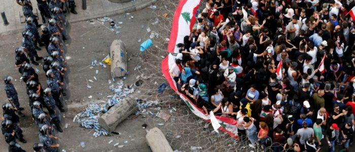 عام على الحراك اللبناني.. فهل ينقذ البلاد ويُسقط نظاماً عمره 100 عام أم يتحول لأداة بيد الغرب؟