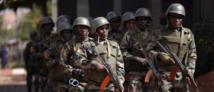 أنباء عن انقلاب في مالي.. اعتقال وزراء وعسكريين، وإطلاق نار عند منزل رئيس الحكومة