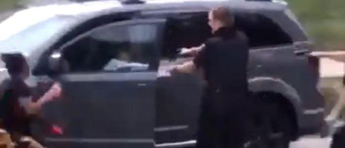 اعتقال رجل أسود يهز أمريكا ويتسبب بحظر تجول