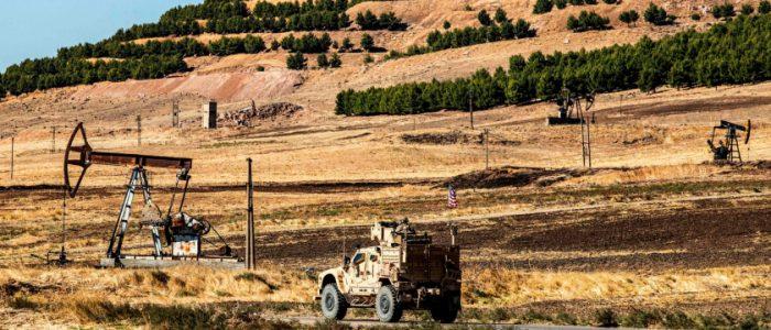 قوة روسية تعترض مدرعات أمريكية بسوريا وتصيب جنودها بجروح.. وواشنطن تُحذر