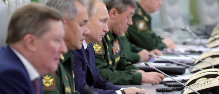 """صاروخ """"تسيركون"""" هدية الجيش الروسي لبوتين في عيد ميلاده الـ68"""