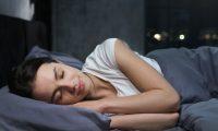 10 طرق مثبتة علمياً تساعدك على تحسين نومك خلال الليل