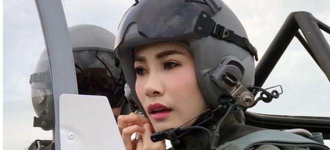 ملك تايلاند يعفو عن عشيقته السابقة ويطلق سراحها