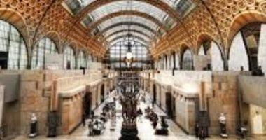متحف أورساى الفرنسى يعتذر لفتاة بعد منعها من الدخول بسبب فستان مفتوح الصدر