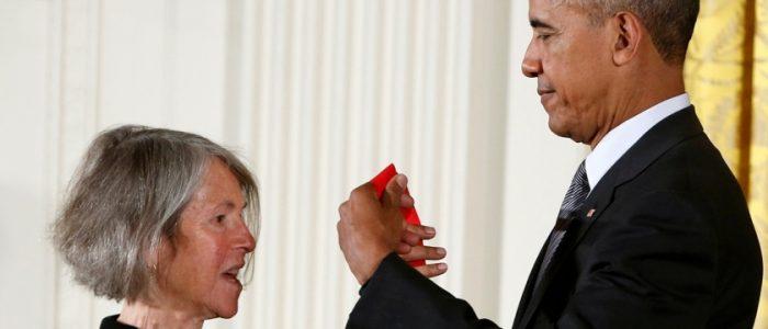 لويس جلوك تفوز بجائزة نوبل للآداب